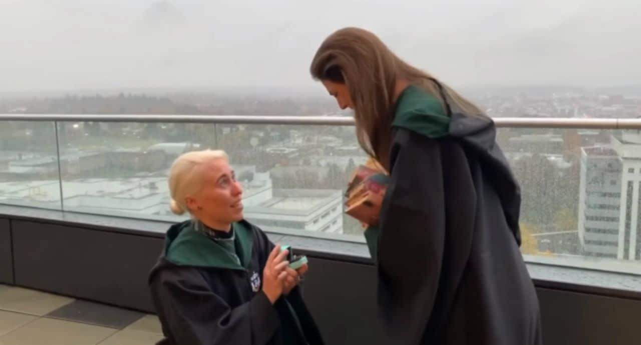 No te puedes perder esta pedida de mano a lo Harry Potter