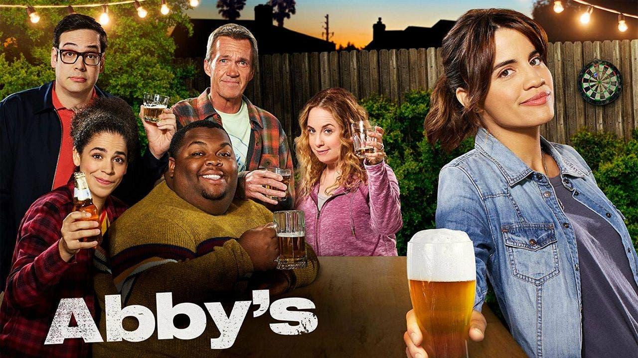 Abby's es la nueva serie con protagonista latina y bisexual