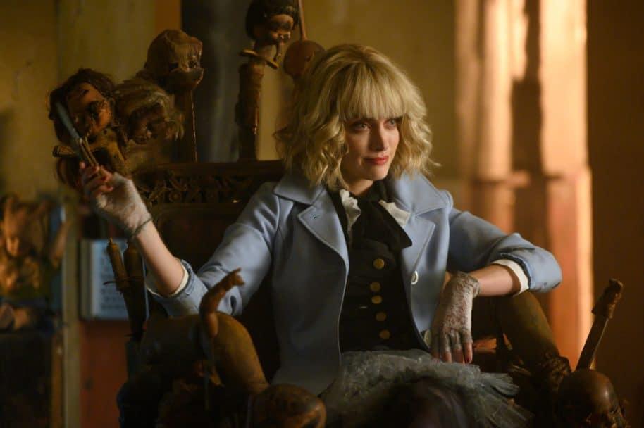 Rachel Skarsten como Alice