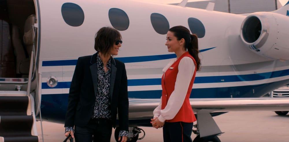 Shane bajando del avión