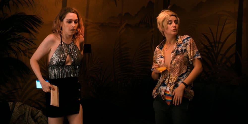 Finley y Tess en el bar