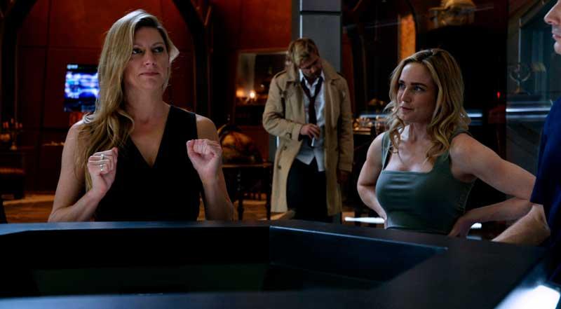 Sara y Ava en la nave