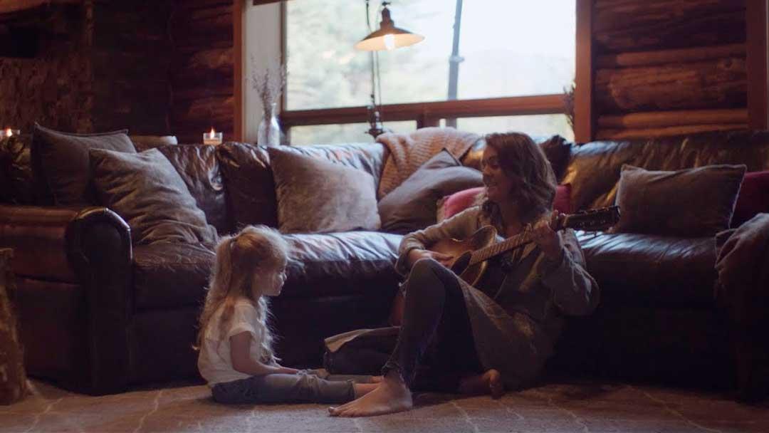 Brandi Carlile y su hija Evangeline