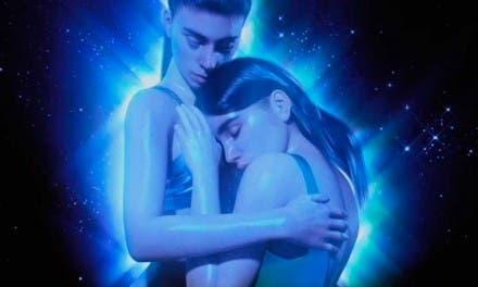 Corazón Astral: el himno de Javiera Mena al deseo entre mujeres