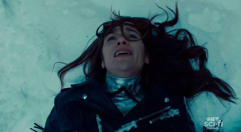 Wynnona Earp tirada en la nieva