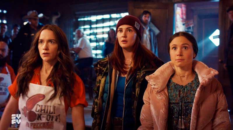 Wynonna, Waverly y Nicole sorprendidas