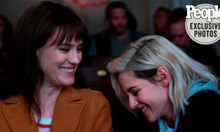 Estas fotos de Kristen Stewart y Mackenzie Davis en Happiest Season te van a gustar