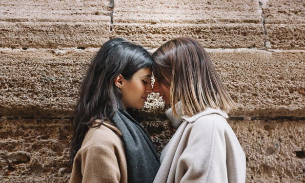 Mini relatos lésbicos: «cuando tu mirada me besa»