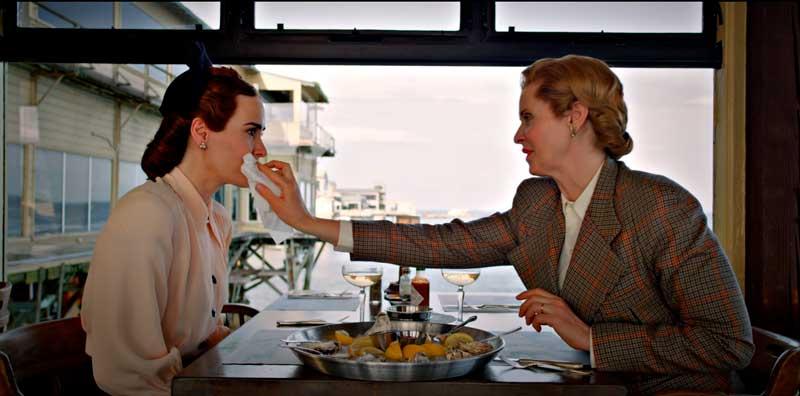 Mildred y Gwendolyn comiendo ostras