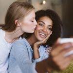 Las parejas lésbicas tienen redes sociales más grandes que las personas en relaciones de diferentes sexos